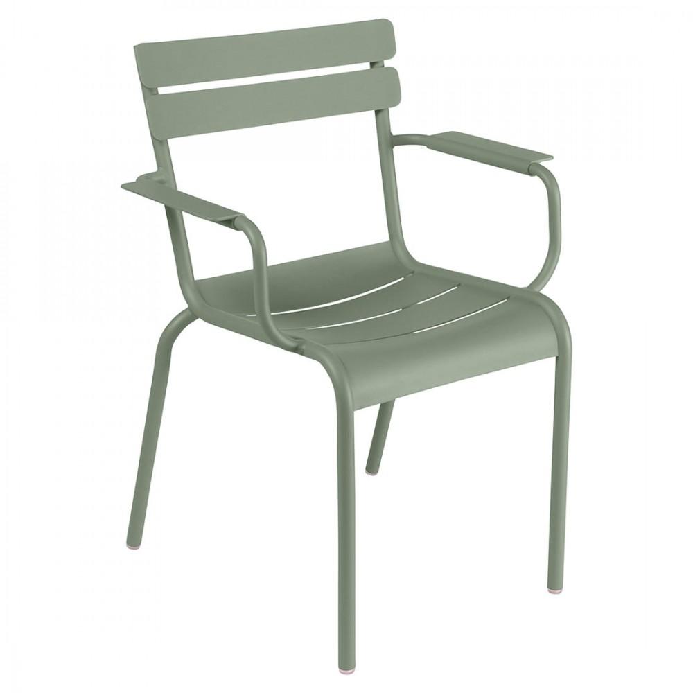 Fermob Sessel Luxembourg. Ein federleichter, stapelbarer Sessel aus Aluminium mit Armlehnen, für Ihren Garten, Balkon oder Terrasse.