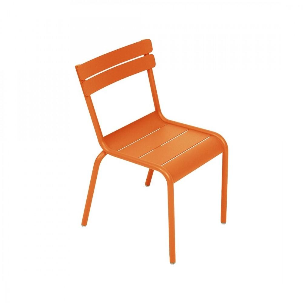 Fermob Kinderstuhl Luxembourg Kid. Ein robuster und farbenfroher Kinderstuhl für Ihre Kinder zum Sitzen und Spielen im Garten, Balkon oder auf der Terrasse.